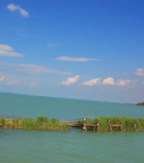 A Balaton, becenevén a magyar tenger Közép-Európa legnagyobb tava. Felülete 594 négyzetkilométer, hosszúsága 79 kilométer, szélessége pedig 1,3 és 14 kilométer között mozog.