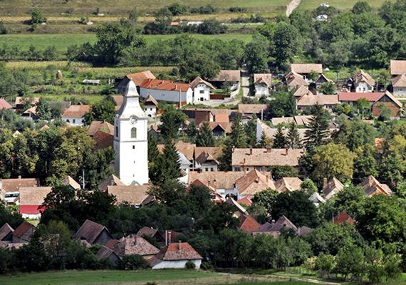 A falu lakói döntő többségében még mindig magyarok, nem véletlen, hogy a Magyarországról induló túráknak is elsődleges célpontja a hely.