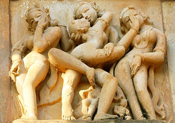Indiai templomok kapcsán talán könnyebb elképzelni az erotikus faragásokat, elég csak a Káma Szútrára gondolni. A Világörökség részének számító Khadzsuráhó templomai is részben erotikus témájú szobraik, faragásaik által váltak népszerű turistalátványossággá - bár máshol is találhatók hasonlók, ezeket tartják a legismertebbnek.