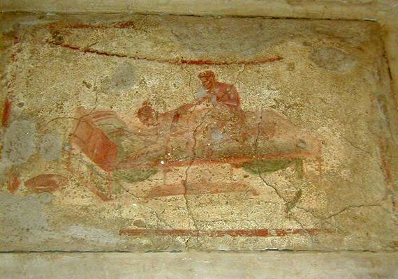 A Nápolyi Nemzeti Régészeti Múzeum Titkos Múzeuma is híres erotikus témájú látnivalóiról, amelyek főként Pompejiből kerültek ide - az ókori városban népszerűek voltak a bordélyházak, melyeket gyakran díszítettek pajzán ábrázolások.