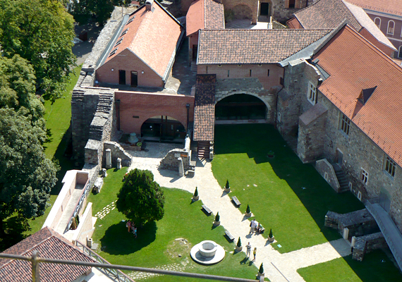 A bazilika kertje.