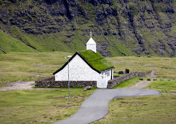 A szigeteken számos hasonló templom található.