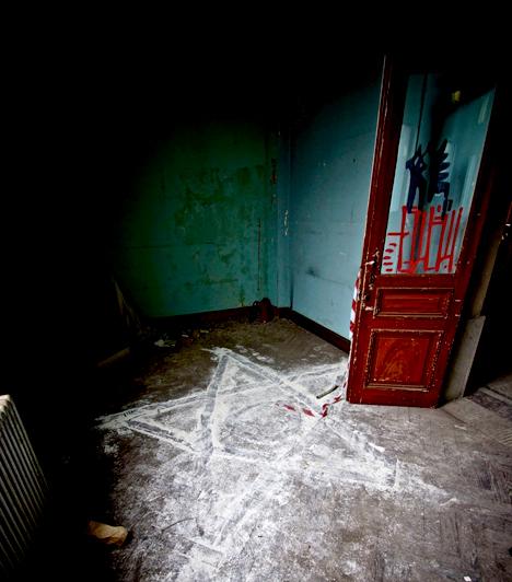 Anderlecht állatorvosi iskola, Belgium                         A brüsszeli Anderlecht állatorvosi iskola romjait ma szokás horrorlaboratóriumként is emlegetni. Bár a '90-es évek óta elhagyott, az egykori eszközöket itt hagyták, közöttük számos bizarr állati maradványt.