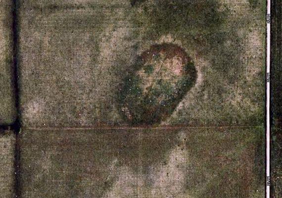 Ezen a találaton egy koponya alakja jelenik meg az Amerikai Egyesült Államokban, egy oklahomai mezőn.