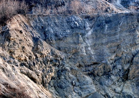 A ma már nem működő felsőtárkányi kőbánya is híres meredek sziklafalairól.
