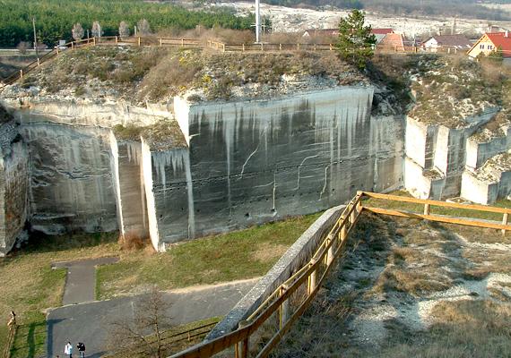 Bár a fertőrákosi kőfejtő most zárva tart, környékét a meredek sziklák látványa miatt is érdemes felkeresni. Még több képért kattints ide!