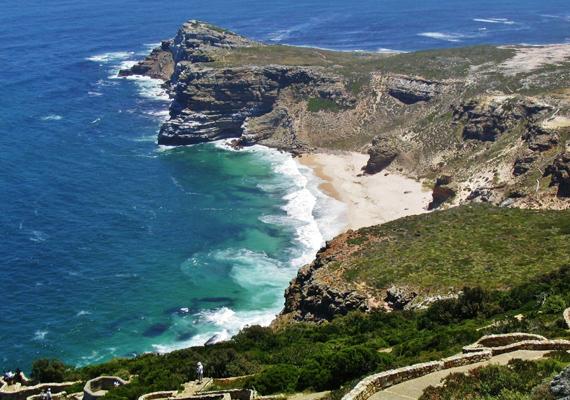 A dél-afrikai Jóreménység fokát a viharok fokának is szokták nevezni. Szépsége már-már éteri, ám sok hajó legénysége vesztette már itt életét.