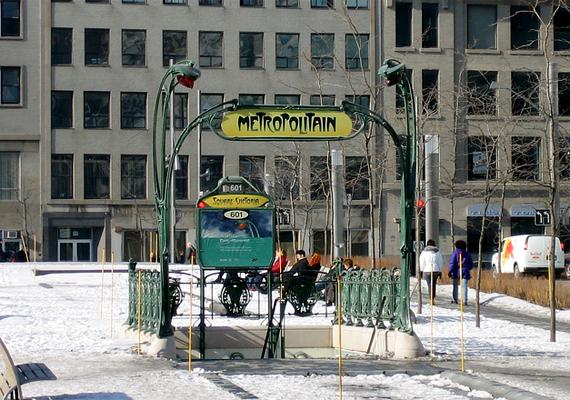 Amellett, hogy számos kikapcsolódási lehetőséget kínál, a komplexumot a helyiek elsősorban a rossz idő elleni védelem miatt kedvelik, Montrealban ugyanis gyakori a rendkívül hideg időjárás.