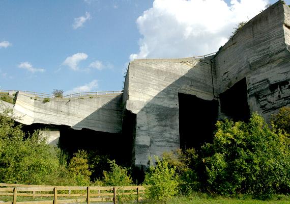 A munkálatok miatt a kőfejtő belsejébe 2013-ban nem lehet lejutni, a helyszín nem látogatható, azonban jövőre megújulva várja a kirándulókat.