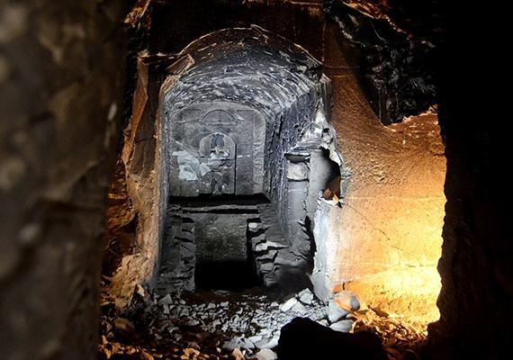 Szintén nemrég tártak fel egy ókori temetkezést a számos műemlékéről híres, egyiptomi Luxorban, melynek egyik különlegessége az volt, hogy kicsinyített mása lehet a túlvilág és a halottak istene, Ozirisz mitikus sírjának. További információért kattints ide!