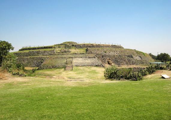 Cuicuilco szintén Mexikóban található, a város a megszilárdult láva alól bukkant elő. Magát a vulkánkitörést nyolcezer évvel ezelőttre becsülik a tudósok, akkor azonban még nem épülhetett ilyen fejlett piramis.