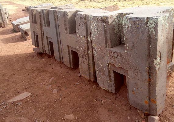 A bolíviai romvárosról, Pumapunkuról is úgy tartják, megépítése olyan technológiát feltételez, amely annak idején nem is létezhetett, a kövek például olyan szorosan illeszkednek egymáshoz, ami csak a lézerek precizitásához hasonlítható. További részletekért kattints ide!