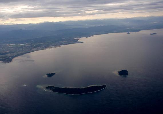 Malajzia kis szigetei, Manukan, Mamutik és Sulug egy mosolygós arcot formáznak.