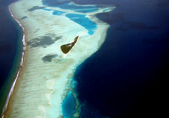 A vicces répasziget a Maldív-szigetek területén található.