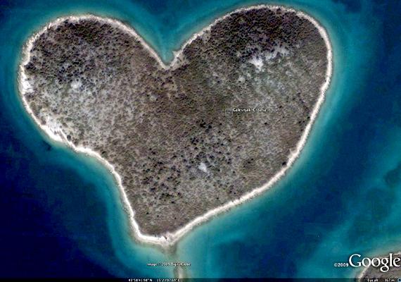 A horvátországi Galešnjakot szív alakja miatt ma már előszeretettel nevezik a Szerelmesek szigetének is.
