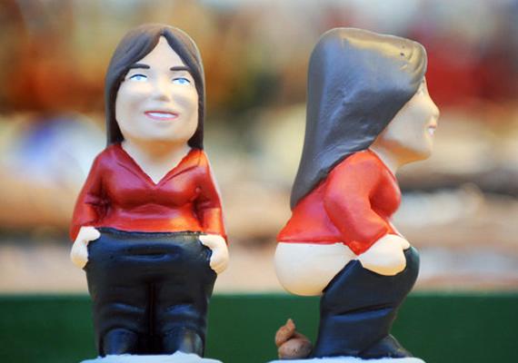 Ürítő figurák                         Nagyon furcsa szokás, de igaz, hogy a katalánok körében kedveltek a letolt nadrágos, nagy barna kupaccal kiegészített figurák karácsony idején. Manapság a hagyományosabbak mellett már kapni Obama-, Elvis-, sőt, még Erzsébet királynős szobrocskát is.