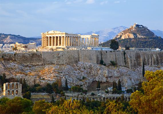 És, ha már Görögország: a Badoo.com 2011-es felmérése szerint Athén a flörtölés művészetének központja, egyben a világ legkacérabb városa. Kattints ide a részletekért! A képen az athéni Akropolisz látható.