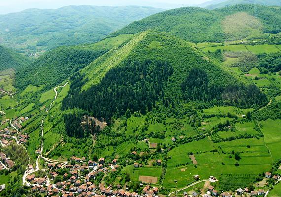 Régészeti szempontból a Bosznia-Hercegovina fővárosától, Szarajevótól nem messze fekvő, állítólagos visokói piramisok létezése szintén erősen vitatott, a feltételezés jogosságának igazolásához azonban sokak szerint elég például a képre nézni. Kattints ide, ha többet is szívesen megtudnál!