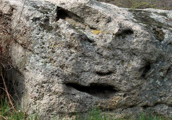 A szentbékállai kőtenger az ország talán legérdekesebb kőformációit tudhatja magáénak, legyen szó kőfejről, kőarcról vagy éppen mackóról. A kőtenger az egykor a környéket jellemző vulkáni tevékenység miatt kapta mai formáját. Ha még több képre vagy kíváncsi, kattints ide!