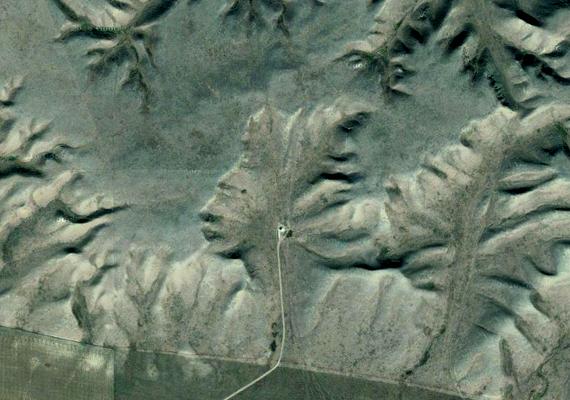 A Badlands Guardian az egyik legnépszerűbb, Google Earth által fellelt képet jelenti. A kanadai Alberta területén található.