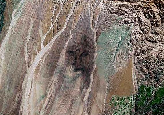 A perui homokdűnék között fellelt arcot sokan Jézuséhoz hasonlítják.