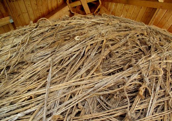 A világ legnagyobb spárgagombolyagja a minnesotai Darwinban található. 7900 kilót nyom, és 23 hét kellett ahhoz, hogy felgöngyöljék.