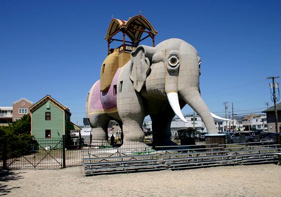 A hat emelet magas elefánt, Lucy 1881 óta áll Atlantic City mellett. Az egyik legrégebbi út menti attrakció.
