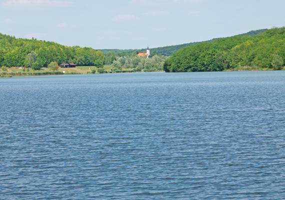A Szálkai-tó Tolna megyében található, az erdős-dombos vidéken elterülő mesterséges vízfelület szintén békés kikapcsolódást ígér.