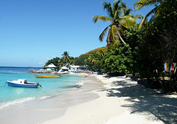 A Karib-tengeren található Mustique-sziget már a '60-as években is a gazdagok egyik kedvenc üdülőhelye volt, amit valószínűleg annak köszönhet, hogy magántulajdonban áll, így a lesifotósok ide nem juthatnak be. Katalin hercegné és Vilmos herceg is szívesen látogat ide.