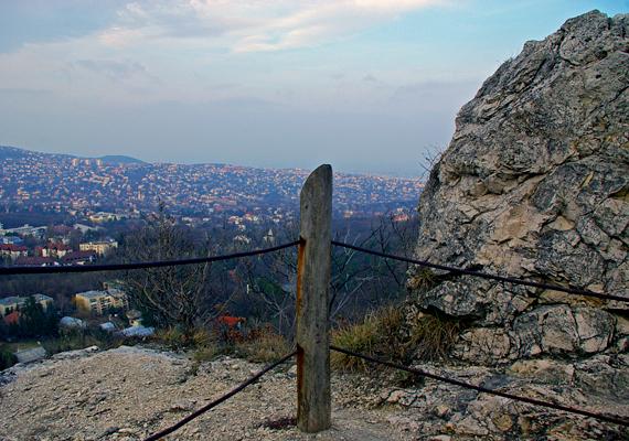 Ha természeti csodák között kirándulnál, vedd célba a XII. kerületi Tündér-hegyet és Tündér-sziklát. A láda koordinátái: szélesség N 47° 30,955'; hosszúság E 18° 58,117'.