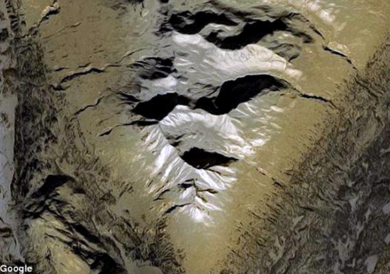 Különös Google Earth-találat az alaszkai Denali Nemzeti Parkban.