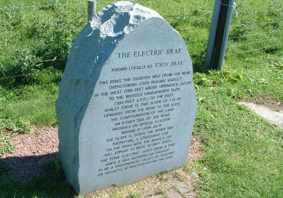 Skóciában, Ayrshire-ben sírkőre emlékeztető jelzést tettek ki, hogy az arra járók figyelmét felhívják a korábban tévesen elektromosnak vélt jelenségre.