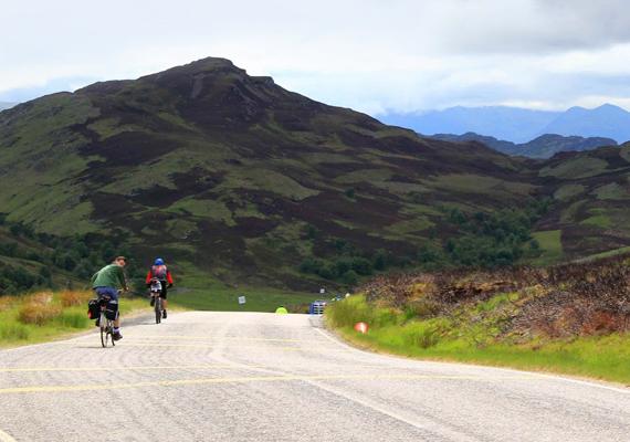 A vulkanikus aktivitás miatt máig előfordulnak kisebb rengések, ez azonban nem tántorítja el a skót vidék szerelmeseit: a Great Glen Way nevű turistaútvonal ma az egyik legnépszerűbb a világon. A Fort Williamtől Invernessig tartó, 127 kilométeres túrát gyalog öt-hat nap alatt, biciklivel pedig két-három nap alatt is meg lehet tenni.