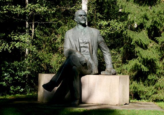 Sztálin mellett Lenin sem marad ki a szobrok sorából.