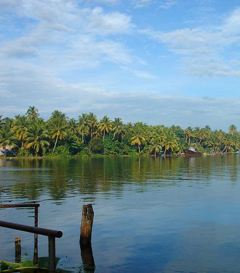Amritapuri, India                         Az indiai Kerala államban található Amritapuri az egyik legkeresettebb gyógyító helynek számít napjainkban. Itt él és tevékenykedik ugyanis az ölelő anya, a számtalan csodatételéről és ashramjának, közösségének lélekharmonizáló gyakorlatairól ismert Ammá.