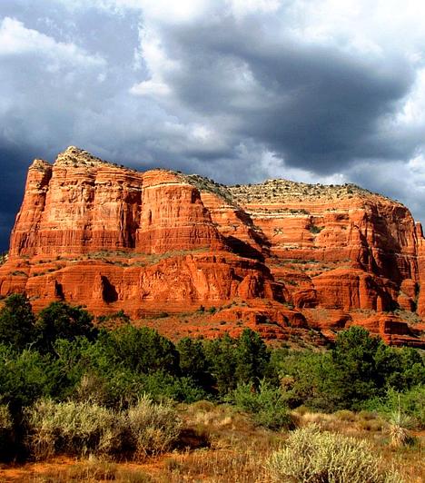 Sedona, USAAz amerikai Arizona államban húzódó, vörös és narancssárga homokkősziklákkal tagolt Sedona vidékét a világ legerősebb energiamezői között tartják számon. Ha idelátogatsz, számtalan sajátos kezelést igénybe vehetsz, emellett élvezheted a meditáció és a táj látványának nyugtató erejét.