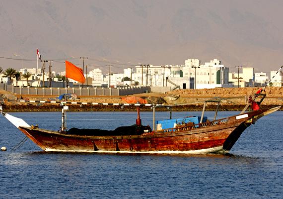 Az Arab-félszigeten található Ománi Szultánság keleti varázsával csábítja a turistákat.