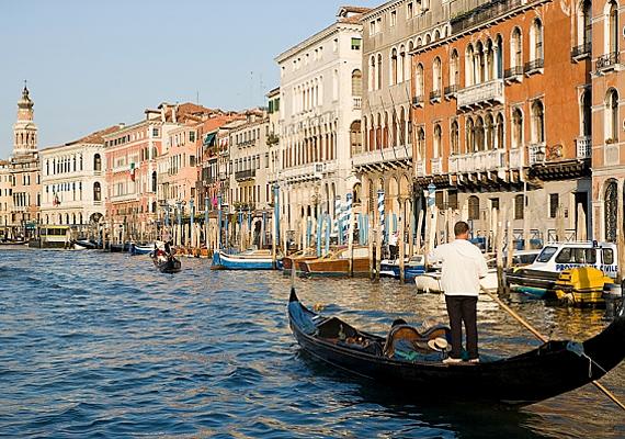 Európa és talán a világ egyik legromantikusabb helye Velence, melyet régmúltat idéző épületei tesznek igazán hangulatossá.