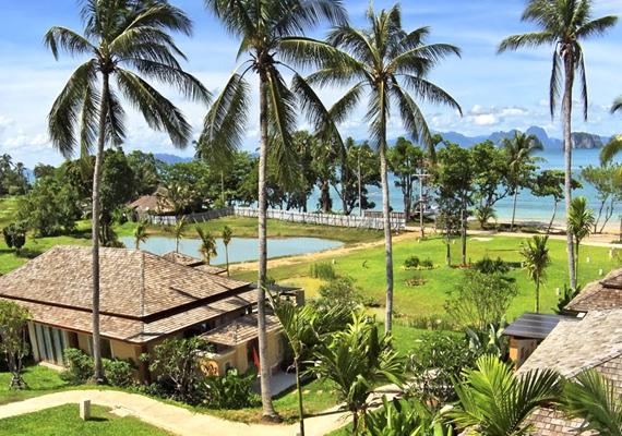 A Koh Yao Noi-szigetre ugyan már betelepült az egyik legnevesebb szállodalánc, a helyi lakosokkal együtt mégis megőrizték a hely szépségét.