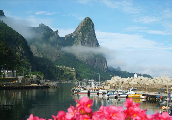 A dél-koreai Ulleungdo szigete igazi mennyország, ahol csak maréknyi turista fordul meg, így minden adott a csendes és nyugodt pihenéshez.