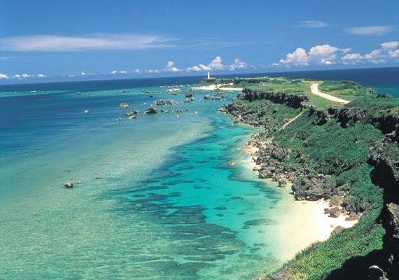 A japán Yaeyama-szigeten trópusi éghajlat uralkodik, kifejezetten alkalmas hely egy aktív, fürdőzéssel és búvárkodással összekötött vakációhoz.