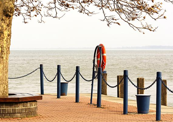 A melankólia szépsége - a fotó a keszthelyi kikötőnél készült. A nagy felbontású képért kattints ide!