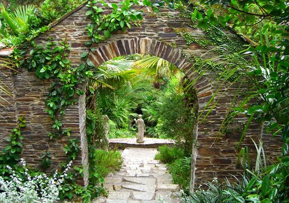 Korának egyik leghíresebb kertje volt, az első világháború előtt 22 kertész dolgozott azon, hogy mindig gyönyörű legyen.