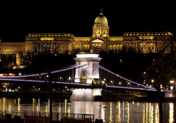 Buda vára és környéke kihagyhatatlan történelmi látnivaló, egyúttal a Világörökség része. A háttérképért kattints ide!