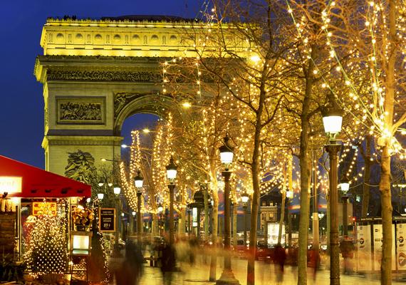 Párizson belül is érdemes megnézni a Dialadív környékének karácsonyi világítását. A nagy felbontású képért kattints ide!