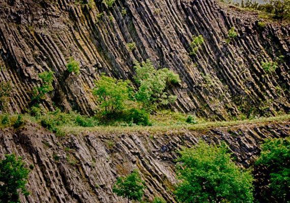 A bányászatnak köszönhető azonban, hogy láthatóvá vált a hegy belső szerkezete. A Hegyestű az 1990-es években került természetvédelmi kezelésbe, melynek során megpróbálták némileg begyógyítani a kitermelés ütötte sebeket, emellett kiállításokat és geológiai bemutatóhelyet hoztak létre a területen.