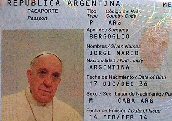 Ferenc pápa útlevélfotóját tavaly év elején az egész világ megismerhette, miután egyszerű argentin állampolgárként készíttetett magának útlevelet.