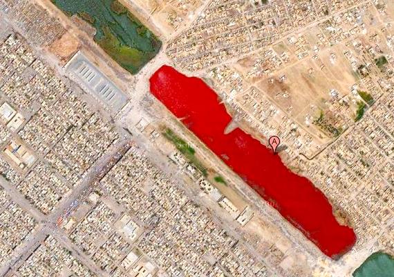 Az iraki véres tóként elhíresült találat 2007-ben hívta fel magára a világ figyelmét. A Sadr várostól nem messze található tóval kapcsolatban egyesek azt feltételezték, valóban vértől piros, azonban valószínű, hogy a furcsa szín víztisztító eljárásnak vagy éppen szennyező anyagoknak volt köszönhető.