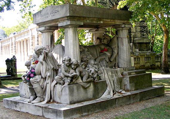 A Fiumei úti Nemzeti Sírkert - melyet Kerepesi temetőnek is neveznek - egyes források szerint a legrégibb olyan magyar, keresztény temető, mely máig összefüggően fennmaradt, illetve, amit még napjainkban is használnak. Az 1849 virágvasárnapján megnyitott temető, mely egykor Pest köztemetője volt, mára Európa legnagyobb szabadtéri szoborparkjává vált, és nemzeti panteonként is emlegetik, ahol számos ismert személyiség nyugszik a magyar történelem, valamint a kulturális és tudományos élet nagyjai közül. A képen Blaha Lujza sírja látható, a háttérben a híres Árkádsorral.