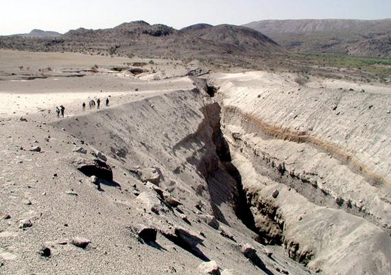 Az Etiópia, Eritrea és Dzsibuti területén található Afar-síkság is nagyon aktív lemeztektonikai szempontból. Az elmúlt évtizedben számos törés jelent meg itt a föld felszínén.